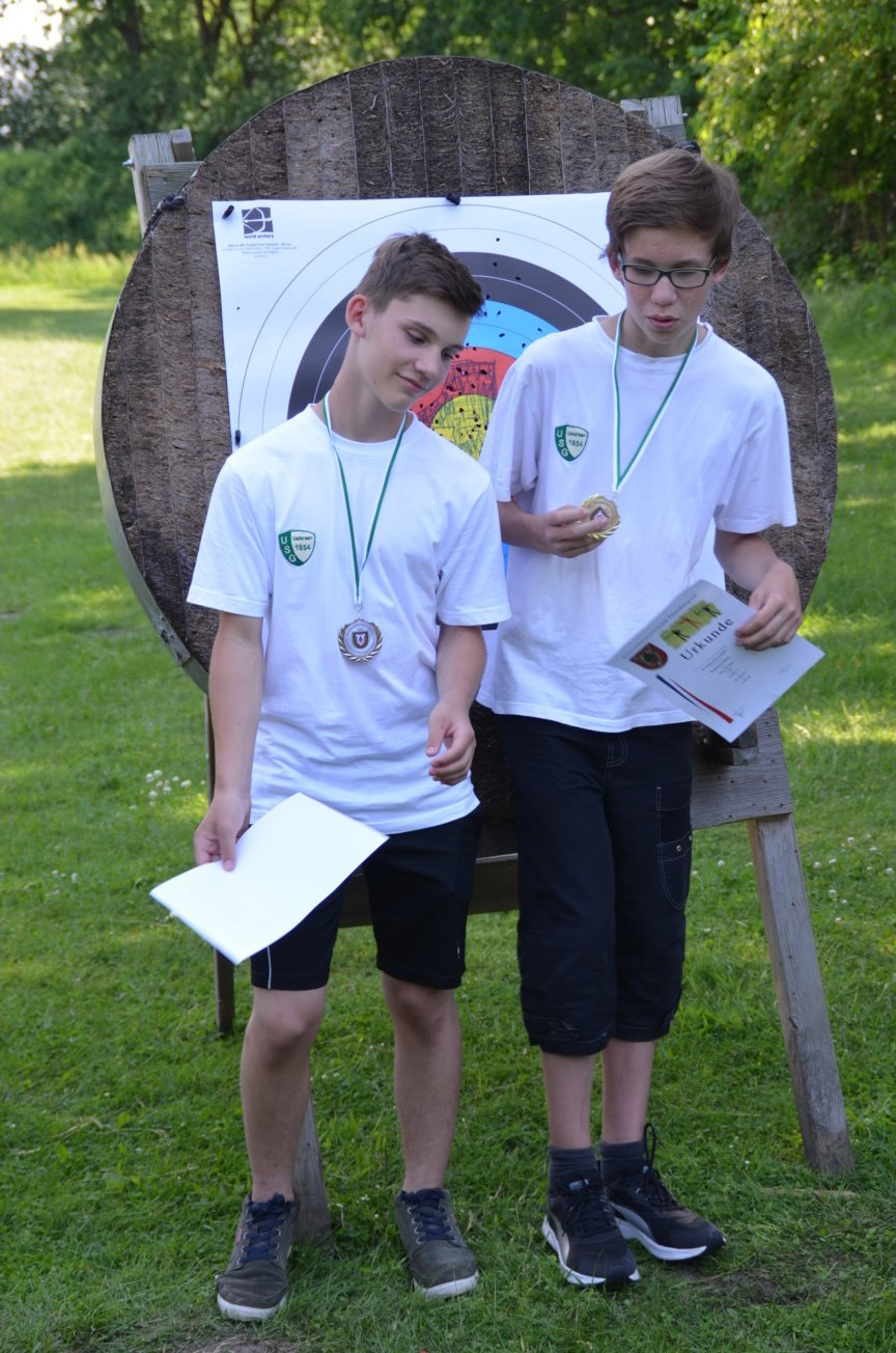 Schüler A Recurve: Platz 1: Paul M. (re); Platz 2: Nick (li)